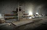TERNEUZEN - Diep onder de Westerschelde wordt gewerkt aan de 6,7 km lange Westerscheldetunnel die Terneuzen met Ellewoutsdijk op Zuid-Beveland gaat verbinden. De Duitse teksten zijn aangebracht door Duitse bouwvakkers die de dwarsverbindingen tussen de twee tunnelbuizen maken. De bijna zeven kilometer lange tunnelbuis kost ca. 1,6 miljard gulden. COPYRIGHT TON BORSBOOM
