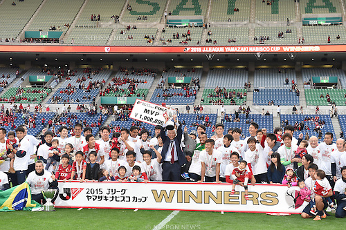 Kashima Antlers team group (Antlers), <br /> OCTOBER 31, 2015 - Football / Soccer : <br /> 2015 J.League Yamazaki Nabisco Cup <br /> final match between Kashima Antlers 3-0 Gamba Osaka <br /> at Saitama Stadium 2002 in Saitama, Japan. <br /> (Photo by AFLO SPORT)