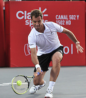 BOGOTA – COLOMBIA – 18-07-2014: Richard Gasquet de Francia devuelve la bola a Victor Estrella de Republica Dominicana, durante partido de cuartos de final del Open Claro Colombia de tenis ATP 250, que se realiza en las canchas del Centro de Alto Rendimiento en Altura en la ciudad de Bogota.  / Richard Gasquet of France, returns the ball to Victor Estrella of Dominican Republic, during a match for the quarter of finals of the Open Claro Colombia de tenis ATP 250, at Centro de Alto Rendimiento en Altura in Bogota City. Photo: VizzorImage / Luis Ramirez / Staff.