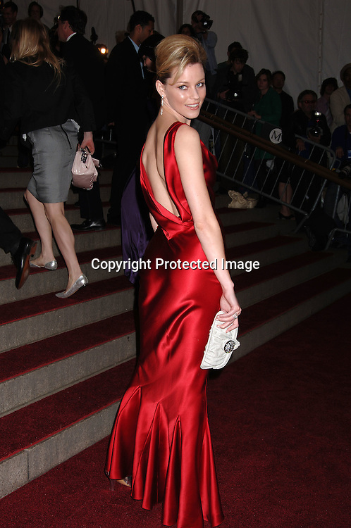 Elizabeth Banks ..arriving to the Costume Institute Gala celebrating AngloMania on May 1, 2006 at The Metropolitan Museum of ..Art. ..Robin Platzer, Twin Images..