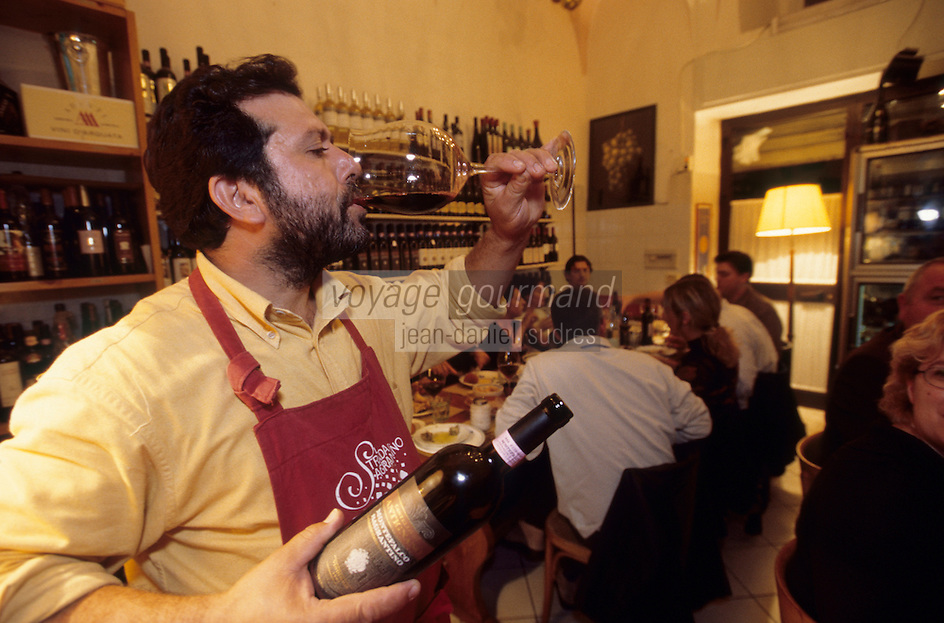 "Europe/Italie/Ombrie/Foligno : Salvatore Denaro du restaurant-bar à vins ""Il Bacco Felice"""