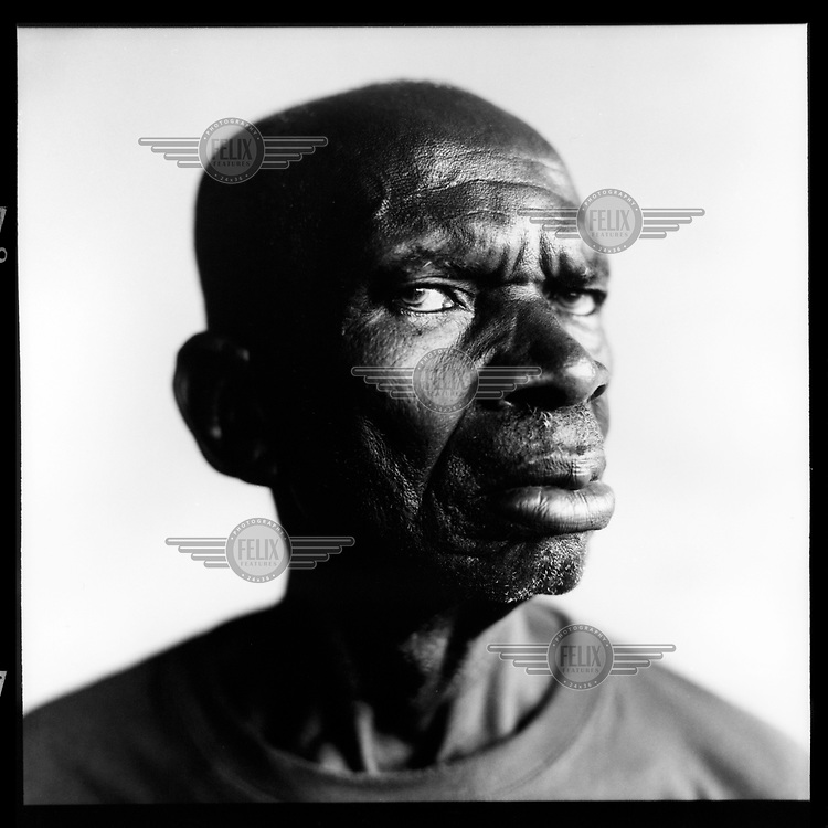 Norbert Kisobele Nsontini, veteran: 'There are still a hundred of us living here in Kinshasa. Every time a veteran dies the funeral is a big event. All the medals are pinned to the deceased's suit. As long as our health permits, we meet here in our pub, 'Les Anciens Combatants'. Even though at our age it's not at all easy to get here. When we take the bus, people fortunately make room for us to sit down.' .