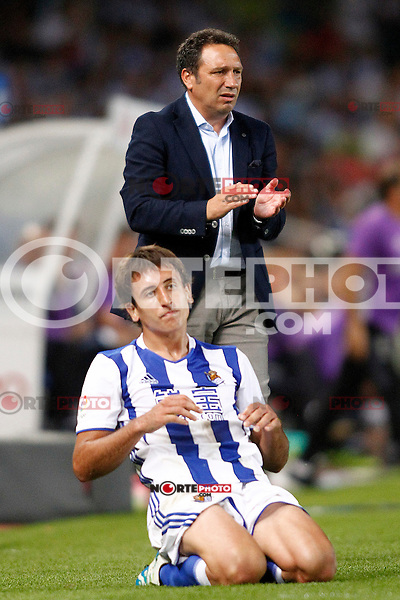 Real Sociedad's coach Eusebio Sacristan and Mikel Oyarzabal during La Liga match. August 21,2016. (ALTERPHOTOS/Acero) /NORTEPHOTO.COM