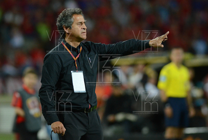 MEDELLIN - COLOMBIA -23 -07-2016: Arturo Boyaca, tecnico La Equidad, durante partido por la fecha 5 entre Deportivo Independiente Medellin y La Equidad, de la Liga Aguila II 2016, en el estadio Atanasio Girardot de la ciudad de Medellin. / Arturo Boyaca, coach  of La Equidad, during a match for the date 5 between Deportivo Independiente Medellin and La Equidad of the Liga Aguila II 2016 at the Atanasio Girardot stadium in Medellin city. Photos: VizzorImage  / Leon Monsalve / Cont.