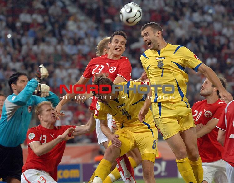 FIFA WM 2006 -  Round of Sixteen - / Viertelfinale <br /> <br /> Play    #54  (26. Juni ) Schweiz - Ukraine<br /> <br /> <br /> <br /> Kopfball von Andreij Shevchenko (UKR) gegen Philipp Degen (SUI) Stephane Grichting  Pascal Zuberb&cedil;hler (SUI)<br /> <br /> <br /> <br /> Foto &copy; nordphoto