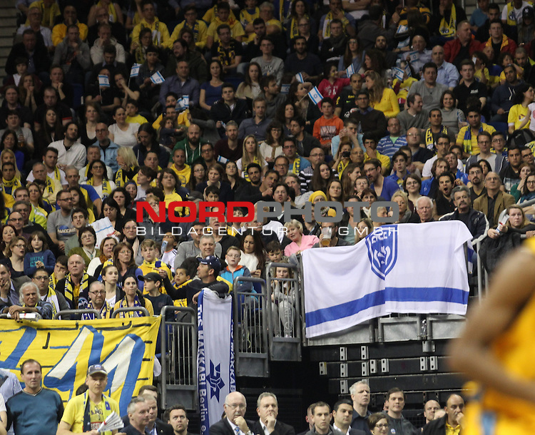 09.04.2015, O2 world, Berlin, GER, Euroleague, ALBA Berlin vs. Tel Aviv , im Bild Tel Aviv Fanblock<br /> <br />               <br /> Foto &copy; nordphoto /  Engler