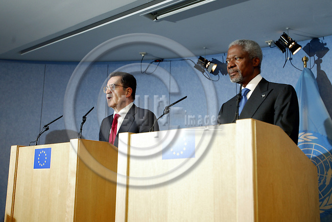 Belgium---Brussels--- Commission---Press Room     28.01.2004.Press Conference with Romano PRODI (L), President of the european Commission; Kofi ANAN (R), Secretary-General of the United Nations        .PHOTO: EUP-IMAGES / ANNA-MARIA ROMANELLI
