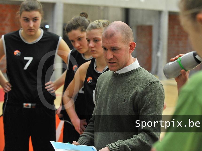 Beker Van Vlaanderen U19 meisjes ; Sint - Katelijne - Waver - Basket Lummen : Coach van Sint-Katelijne-Waver  Arvid Diels..foto VDB  / Bart Vandenbroucke