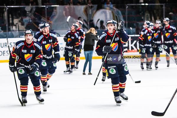 Stockholm 2013-12-13 Ishockey Hockeyallsvenskan Djurg&aring;rdens IF - IK Oskarshamn :  <br /> Djurg&aring;rden 15 Steve Saviano och Djurg&aring;rden 41 Alexander Falk med lagkamrater tackar publiken efter matchen<br /> (Foto: Kenta J&ouml;nsson) Nyckelord:  jubel gl&auml;dje lycka glad happy