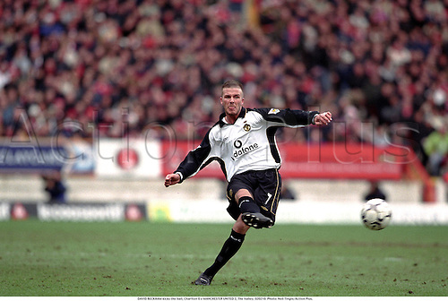 DAVID BECKHAM kicks the ball, Charlton 0 v MANCHESTER UNITED 2, The Valley, 020210. Photo: Neil Tingle/Action Plus....2002.football.soccer.association football.premier league.premiership.english league.licenced