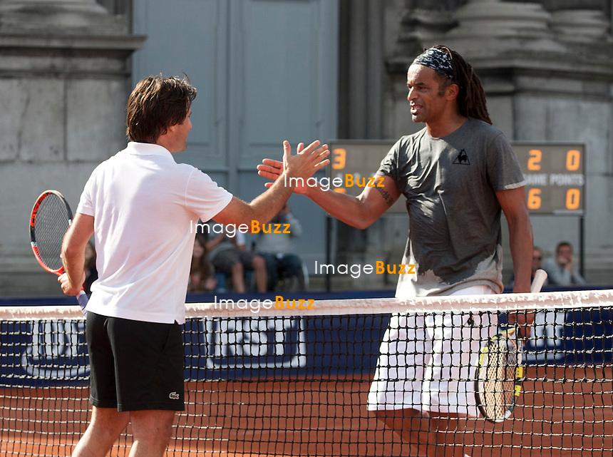 """Yannick Noah et Fabrice Santoro qui remporte la finale - Sixième Edition de la """" Legends Cup """", à Namur en Belgique..Belgique, Namur, 15/16 juin 2012..."""