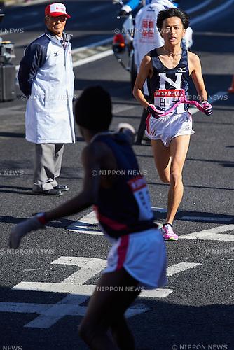 (L-R)   Daniel Muiva Kitonyi, Chihiro Takano (Nihon Univ), <br /> JANUARY 2, 2015 - Athletics : The 91st Hakone Ekiden Race, Odawara Relay place in Kanagawa, Japan. (Photo by AFLO SPORT)