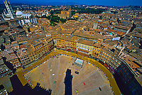 Il Campo (Central Square) with the Duomo (Cathedral) in background, Siena, Tuscany, Italy