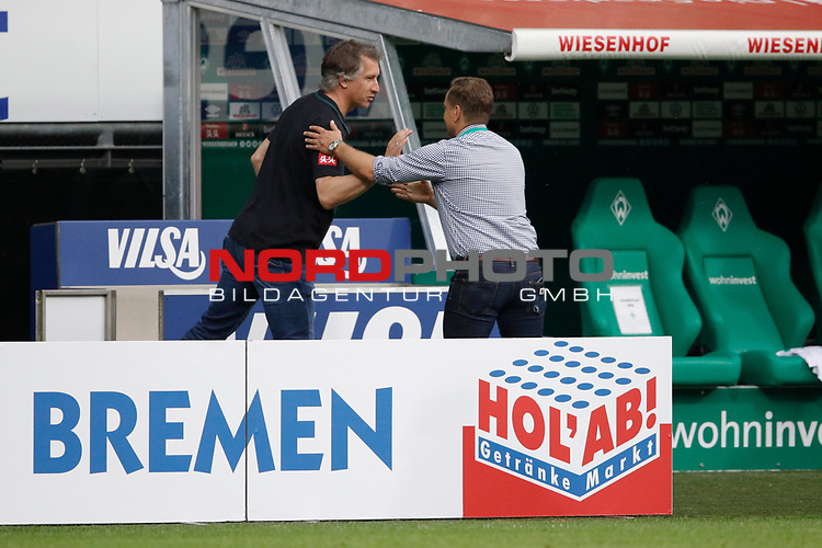 27.06.2020, wohninvest , nphgm001, WESERSTADION, Bremen, Ligaspiel, 1. Bundesliga, SV Werder Bremen vs 1. FC Koeln, im Bild v.l. Frank Baumann (Geschaeftsfuehrer Sport, Bremen), Horst Heldt (Sportchef, Koeln)<br /> Foto: Joachim Sielski/Sielski-Press/Pool/gumzmedia/nordphoto<br />