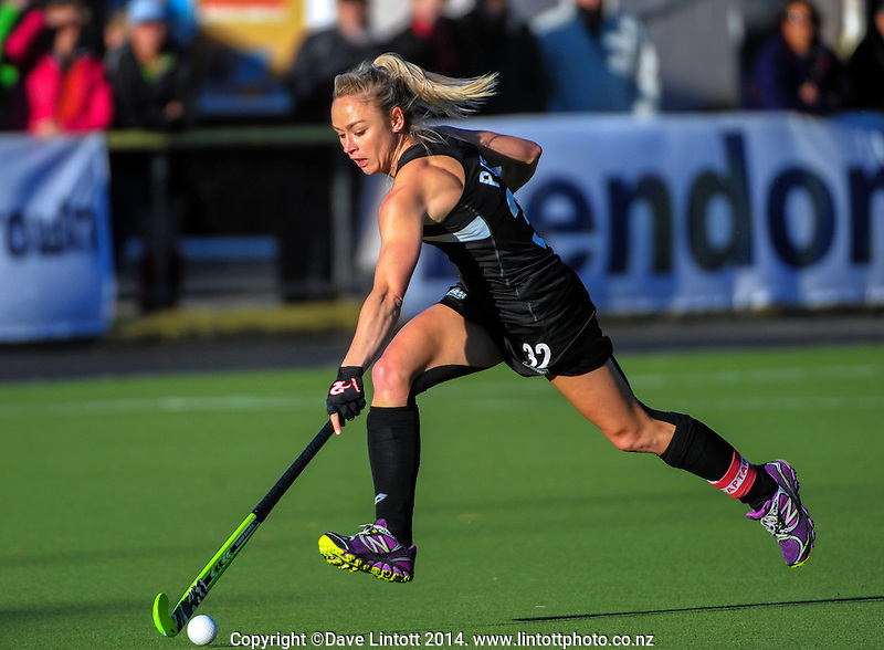 Anita Punt in action during the international women's hockey match between the NZ Black Sticks and Australia Hockeyroos at National Hockey Stadium, Wellington, New Zealand on Tuesday, 18 November 2014. Photo: Dave Lintott / lintottphoto.co.nz