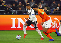 Serge Gnabry (Deutschland Germany) gegen Virgil Van Dijk (Niederlande) - 19.11.2018: Deutschland vs. Niederlande, 6. Spieltag UEFA Nations League Gruppe A, DISCLAIMER: DFB regulations prohibit any use of photographs as image sequences and/or quasi-video.