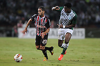 MEDELLÍN -COLOMBIA-06-11-2013. Oscar Murillo (Der.) de Atlético Nacional de Colombia disputa el balón con Douglas (Izq.) de Sao Paulo de Brasil en el juego de vuelta de los cuartos de final de la Copa Total Sudamericana 2013 realizado en el estadio Atanasio Girardot de Medellín./ Oscar Murillo (R) player of Atletico Nacional of Colombia fights for the ball with Douglas (L) of Sao Paulo of Brazil during the match of the second leg of the quarter finals for the Copa Total Sudamericana 2013 played at Atanasio Girardot stadium in Medellin. Photo: VizzorImage/Luis Ríos/STR