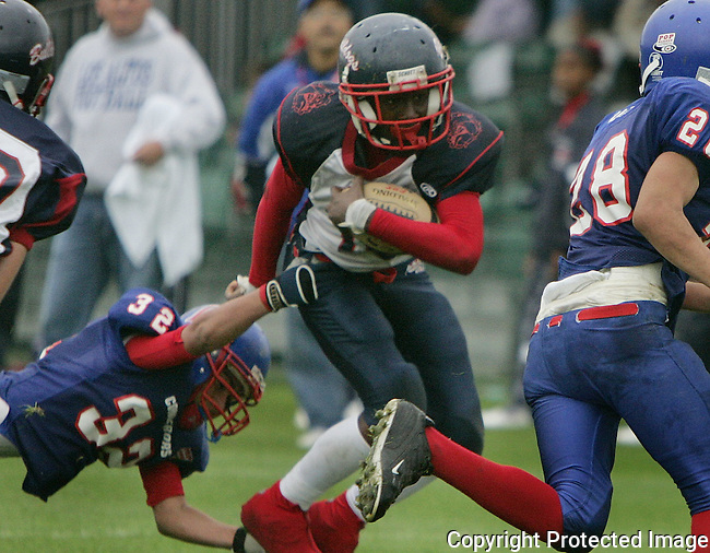 East Manatee Bulldog John Johnson, Jr. (10) moves the ball agains the Hacienda-La Puente Conquerors during the Pop Warner Super Bowl at Disney's Wide World of Sports complex in Orlando, FL, Friday, Dec. 9, 2005.(AP Photo/Brian Myrick)