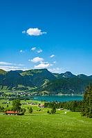 Oesterreich, Tirol, Kaiserwinkl, Walchsee: Ort und gleichnamiger See unterhalb vom Zahmen Kaiser | Austria, Tyrol, Kaiserwinkl, Walchsee: holiday resort at Lake Walchsee beneath Zahmer Kaiser mountain