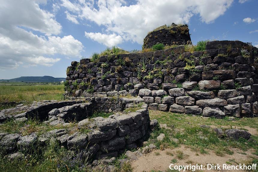 Nuraghe di Santu Antine (13.Jh.v.Chr., Nuraghenzeit) im Valle dei Nuraghi bei Ittireddu, Provinz Sassari, Nord - Sardinien, Italien