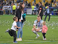 26.05.2018,  Football UEFA Champions League Finale 2018, Real Madrid - FC Liverpool, Olympiastadium Kiew (Ukraine). winner  Real Madrid celebrates den Gewinn Champions League , Toni Kroos (, Real Madrid) and girlfriend Jessica Farber and ihren gemeinsamen Kindern *** Local Caption *** © pixathlon<br /> <br /> Contact: +49-40-22 63 02 60 , info@pixathlon.de