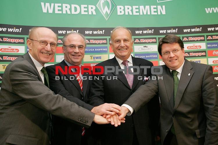 FBL 2006/2007 - Vertragsverl&auml;ngerung von Manfred M&uuml;ller und J&uuml;rgen L. Born von Werder Bremen<br /> <br /> Gesch&auml;ftsf&uuml;hrer Marketing und Management Manfred M&uuml;ller (links) und Vorsitzender der Gesch&auml;ftsf&uuml;hrung und Gesch&auml;ftsf&uuml;hrer Finanzen und &Ouml;ffentlichkeitsarbeit J&uuml;rgen L. Born (2. v. rechts) verl&auml;ngerten ihren Vertrag bis zum Juni 2009. Links im Foto Aufsichtsratvorsitzender Willi Lemke und rechts im Foto der stellvertretende Aufsichtsratvorsitzender Dr. Hubertus Hess-Grunewald.<br /> <br /> Foto &copy; nordphoto <br /> <br /> <br /> <br />  *** Local Caption ***
