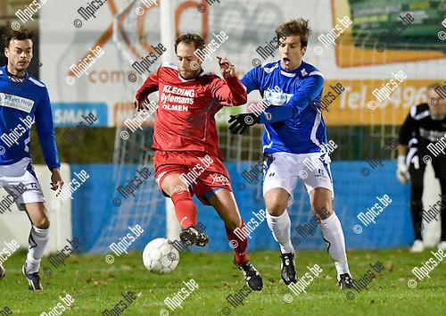 2016-11-12 / voetbal / seizoen 2016-2017 / Olmen - Gierle / Roy Vissers (l) (Olmen) controleert de bal onder druk van Maarten Janssens (r) (Gierle)