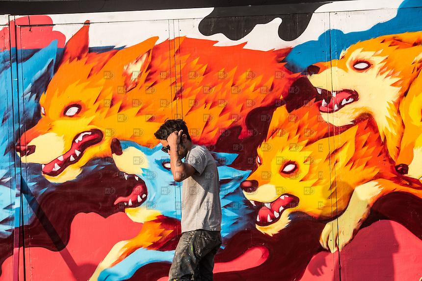 CIUDAD DE MEXICO, D.F. 21 Noviembre.-  Jovenes se divierten durante el festival Corona Capital 2015 en el Autodromo Hermanos Rodríguez de la Ciudad de México, el 21 de noviembre de 2015.  FOTO: ALEJANDRO MELENDEZ