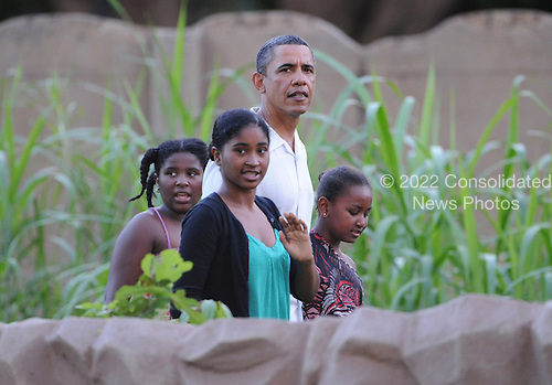 United States President Barack Obama and daughter Sasha, accompanied by family and friends, visit the Honolulu Zoo, Honolulu, Hawaii on Monday, January 3, 2011..Credit: Cory Lum / Pool via CNP