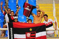 ATENCAO EDITOR: FOTO EMBARGADA PARA VEÍCULOS INTERNACIONAIS. - RIO DE JANEIRO, RJ, 16 DE SETEMBRO DE 2012 - CAMPEONATO BRASILEIRO - FLAMENGO X GREMIO - Torcedores do Flamengo, antes da partida contra o Gremio, pela 25a rodada do Campeonato Brasileiro, no Stadium Rio (Engenhao), na cidade do Rio de Janeiro, neste domingo, 16. FOTO BRUNO TURANO BRAZIL PHOTO PRESS