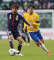 FUSSBALL   INTERNATIONAL   Testspiel    Japan - Brasilien          16.10.2012 Takashi INUI (Japan) gegen KAKA (Brasilien)