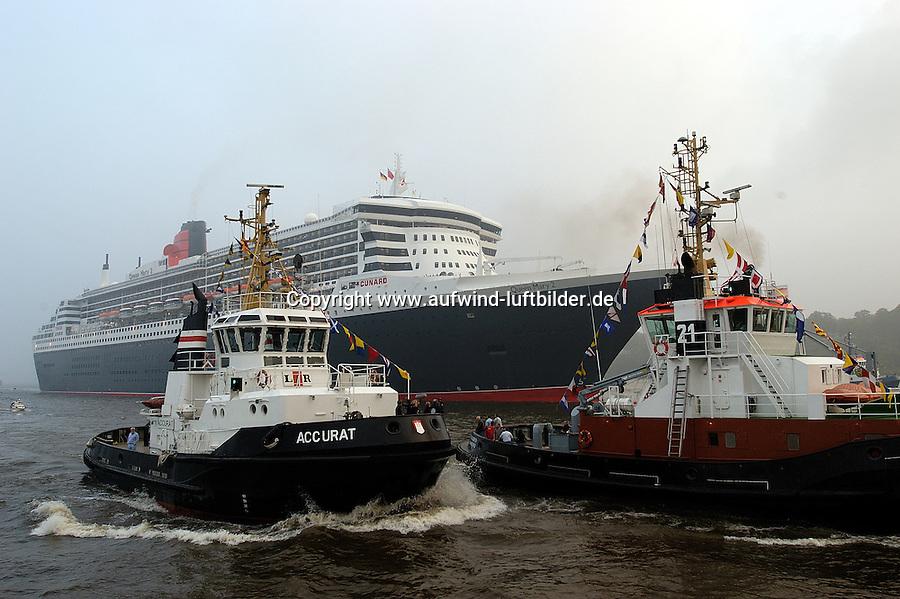 Deutschland, Hamburg,  Queen Mary 2, Elbe, Schlepper, Accurat