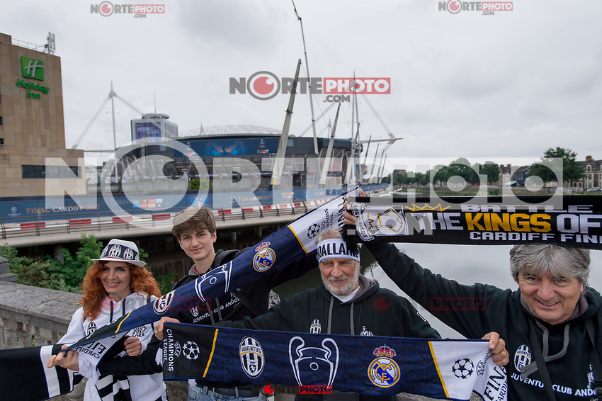 Supporters of Juventus on the eve of the UEFA Champions League Final match between Real Madrid and Juventus at the National Stadium of Wales, Cardiff, Wales on 2 June 2017. Photo by Giuseppe Maffia.<br /> <br /> Giuseppe Maffia/UK Sports Pics Ltd/Alterphotos /NortePhoto.com