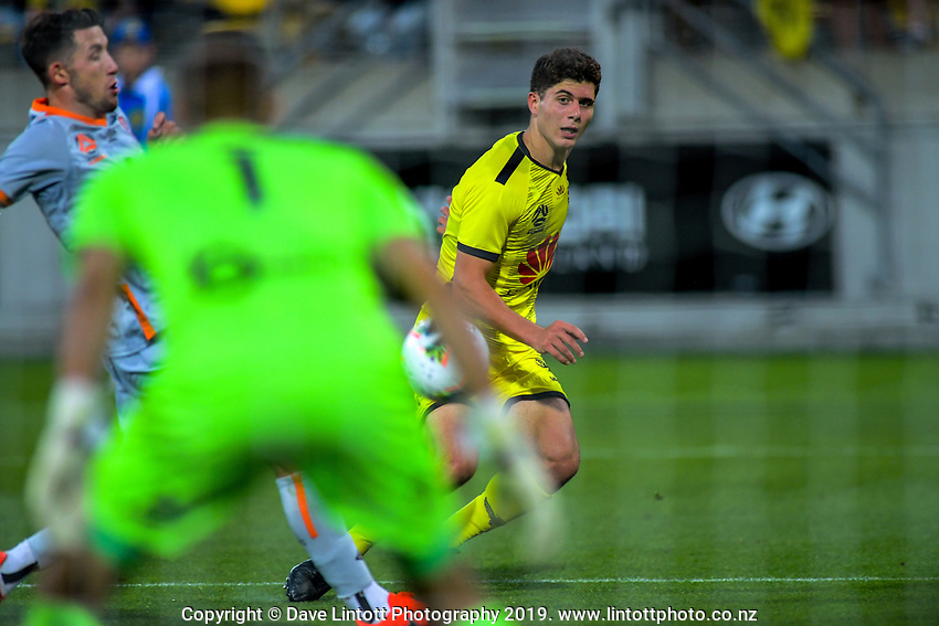 Phoenix's Liberato Cacace crosses during the A-League football match between Wellington Phoenix and Brisbane Roar at Westpac Stadium in Wellington, New Zealand on Saturday, 23 November 2019. Photo: Dave Lintott / lintottphoto.co.nz