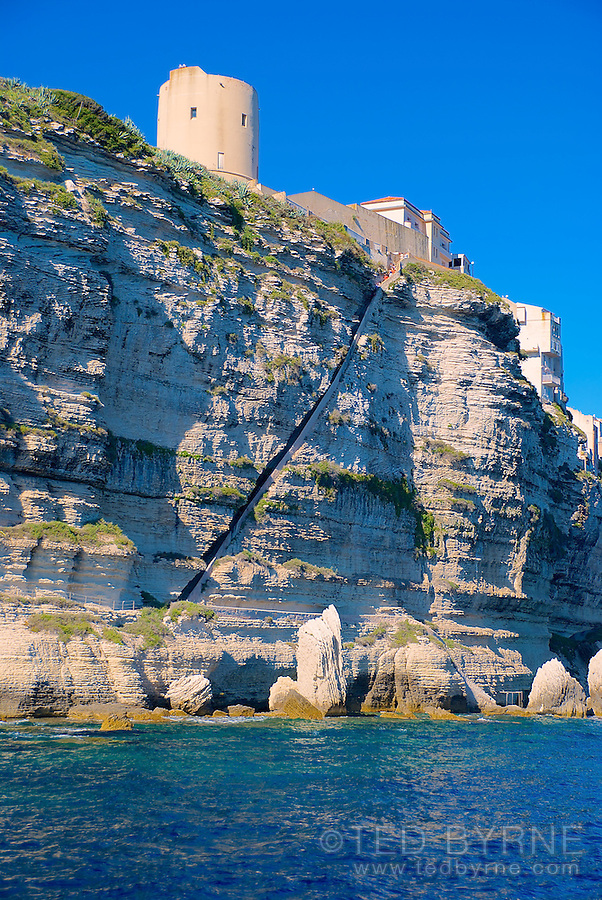 Rock outcrop and steep passage in cliff - Bonifacio, Corsica