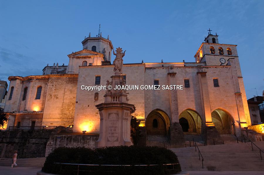 SANTANDER.Vista de la catedral iglesia de Nuestra Señora de La Asuncion en la plaza de Alfonso XIII..foto JOAQUIN GOMEZ SASTRE