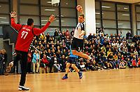 Marius Kumpf (Crumstadt/Goddelau) bezwingt Bastian Teufel (Langen) - Crumstadt 02.12.2018: ESG Crumstadt/Goddelau vs. HSG Langen