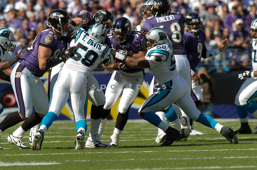 JAMAL LEWIS, of the Baltimore Ravens , in action against the Carolina Panthers on October 15, 2006 in Baltimore, MD..Panthers win 23-21..David Durochik / SportPics...