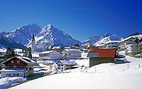 Oesterreich, Kleinwalsertal, Hirschegg vor Allgaeuer Alpen | Austria, Kleinwalsertal, village Hirschegg and Allgaeuer Alps