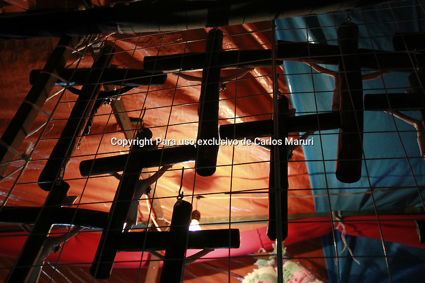 M&eacute;xico DF 31/Marzo/2015.<br /> Se realiz&oacute; la representaci&oacute;n del &ldquo;Martes Santo&rdquo; en las 172 representaciones de la Semana Santa en Iztapalapa, en el cual se llevaron a cabo diversos pasajes b&iacute;blicos.<br /> El trayecto inici&oacute; en la casa de los ensayos, en donde todos se dieron cita para salir sobre la calle de Aztecas y explanada Cuitl&aacute;huac, para llegar al Cerro de la Estrella en donde se escenifico un pasaje, para despu&eacute;s culminar este martes santo en el  Santuario del Se&ntilde;or de la Cuevita, en donde se escenifico una resurrecci&oacute;n.<br /> Todos los derechos reservados.