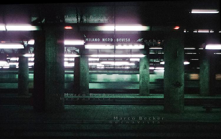 Milano, quartiere Bovisa, periferia nord. Un treno di passaggio alla stazione delle ferrovie nord Milano Bovisa --- Milan, Bovisa district, north periphery. A passing train at the railway station of ferrovie nord, Milano Bovisa