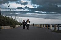 Ostia, 2 Novembre, 2017. Una coppia di anziani camminano sul lungomare di Ostia