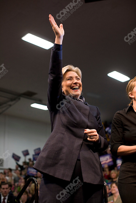 """Senator Hillary Clinton (D-NY), Democratic presidential candidate, hosts a rally at Augsburg College, in a push to gain """"Super Tuesday"""" votes. Minneapolis, Minnesota, February 3, 2008."""