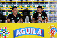 CALI - COLOMBIA, 13-06-2017: Hector Cardenas, técnico, y Andres Perez, jugador del Cali, durante rueda de prensa previo al partido de ida  entre el Deportivo Cali y Atlético Nacionali por la final de la Liga Aguila I 2017 a jugarse en el estadio Palmaseca de Cali. / Hector Cardenas, coach of Cali, and Andres Perez, player of Cali, during the press conference prior the first leg match between Deportivo Cali and Atletico Nacional for the final of the Aguila League I 2017 that to be held at Palmaseca stadium in Cali.  Photo: VizzorImage/ Nelson Rios /Cont