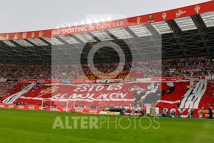 Sporting de Gijon's supporters during La Liga match.October 2,2011. (ALTERPHOTOS/Acero)
