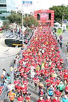 BOGOTA - COLOMBIA - 05-03-2017: Cerca de 10000 atletas de Kenia, Ecuador, Perú, Paraguay, Guatemala y Colombia. Participaron, por las calles de Bogota. Avianca impulsado a promover el atletismo como deporte universal, al tiempo contribuye a la salud de los niños de escasos recursos económicos que requieren atención medica y quirúrgica especializada, es asi como Avianca entrega a la Fundacion Cardio Infantil los dineros recaudados para la dotación de la Unidad de Cuidados Intensivos de Neonatos. / Nearly 10,000 athletes from Kenya, Ecuador, Peru, Paraguay, Guatemala and Colombia. They participated, through the streets of Bogota. Avianca, promoted to promote athletics as a universal sport, at the same time contributes to the health of children with limited economic resources who require specialized medical and surgical care, so Avianca delivers to the Fundacion Cardio Infantil the monies collected for the Unit's endowment Of Neonates Intensive Care.Photo: VizzorImage / Emiro Mejia  / Cont.