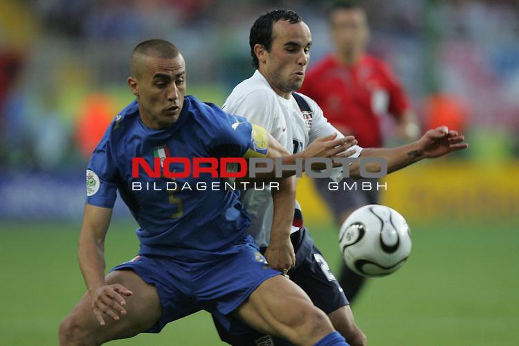 FIFA WM 2006 -  Gruppe E Vorrunde ( Group E )<br /> Play   #25 (17-Jun) - Italien - USA<br /> <br /> Fabio Cannavaro (links) von Italien im Zweikampf mit Landon Donovan (rechts) von USA.<br /> <br /> Foto &copy; nordphoto