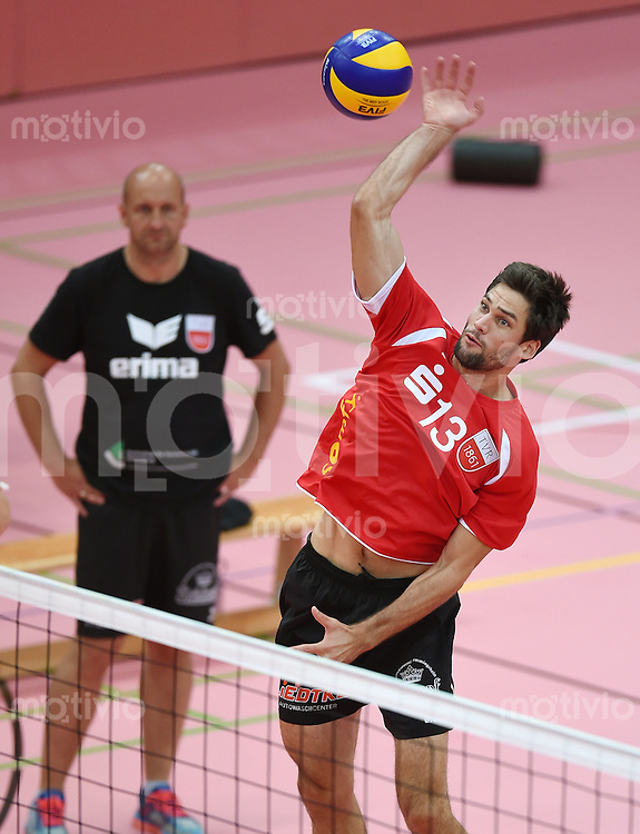Volleyball 1. Bundesliga  Saison  2014/2015 Testspiel 10.09.2014 in Tuebingen TV Rottenburg  - SV Fellbach Oliver Staab (re, TV Rottenburg)
