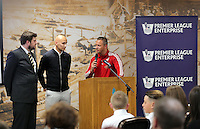 Pictured: Graham Smith spaks to Jonjo Shelvey and Lee Trundle Wednesday 25 November 2015<br />