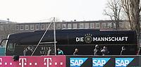 Mannschaftsbus kommt an - 25.03.2018: Training der Deutschen Nationalmannschaft, Olympiastadion Berlin